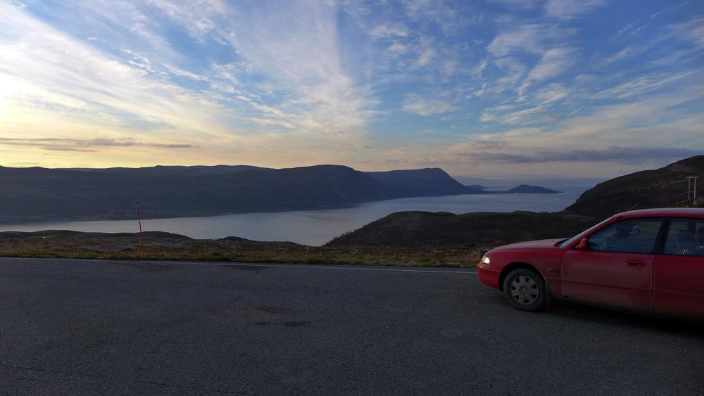 fjord_med_bil